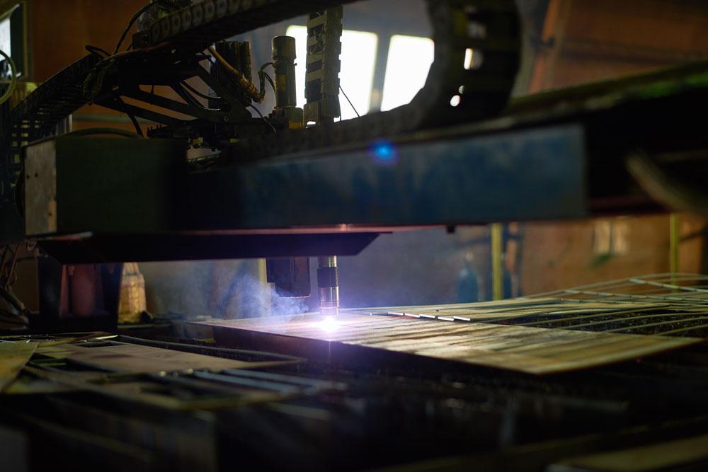metal-cutting-laser-SWM4QNC