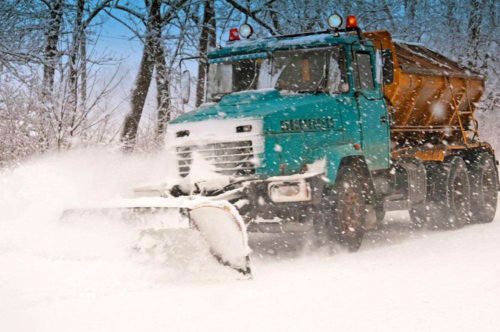 snow-plow-doing-P78UAHA